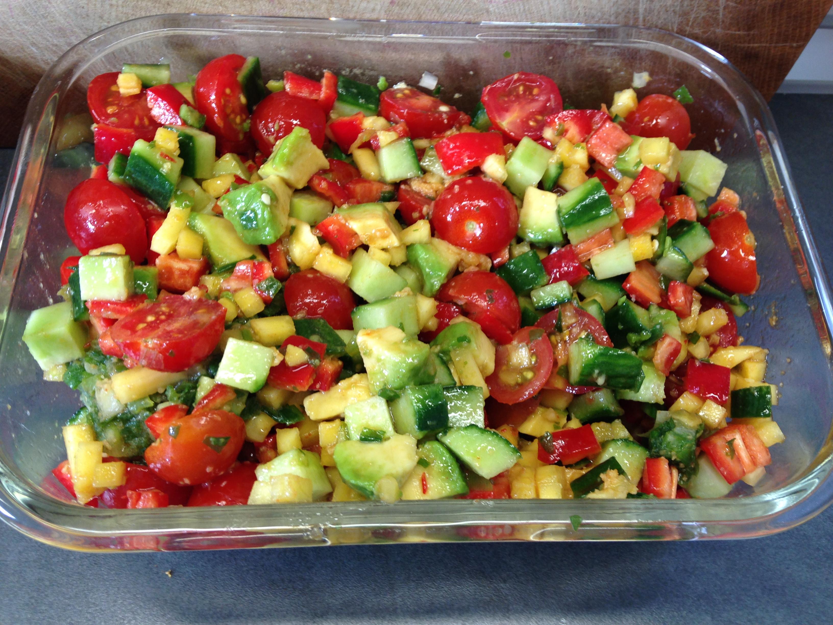 Salat avokado tomaten